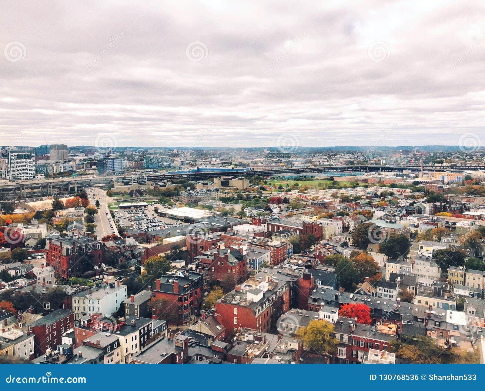Widoki od wierzchołka bunkieru wzgórza zabytek w Boston