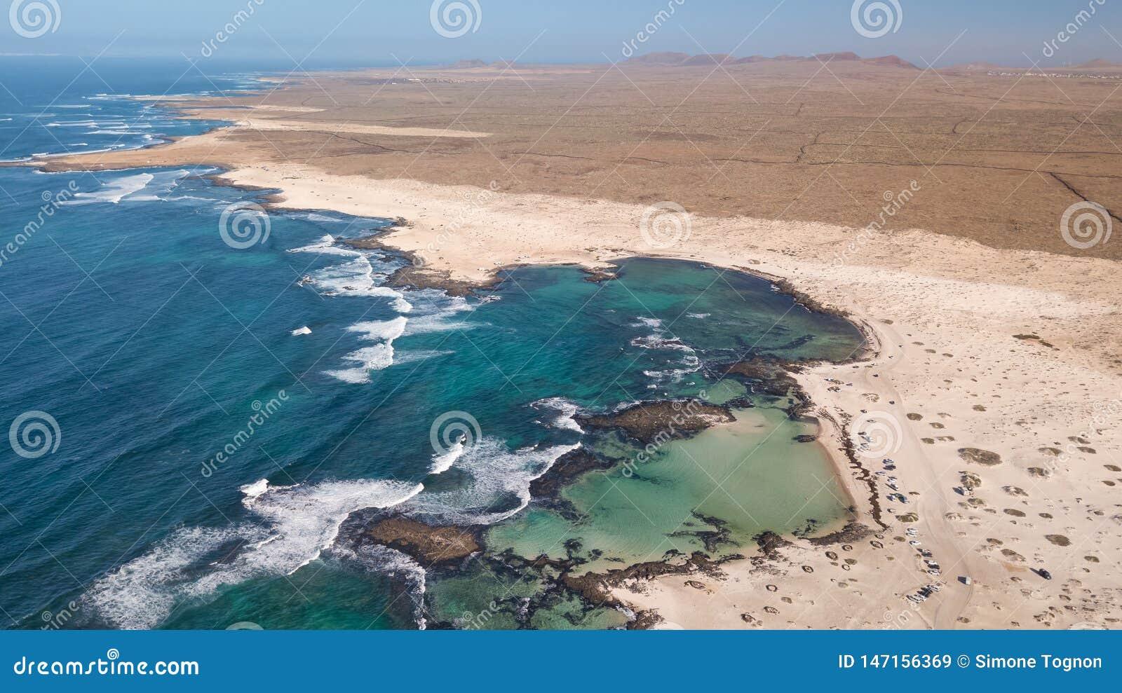 Widoku z lotu ptaka p??nocny wybrze?e Fuerteventura