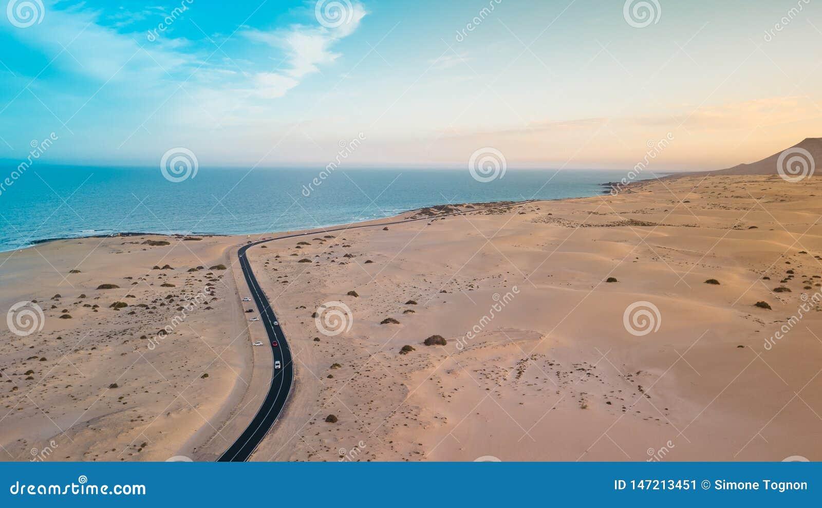 Widoku z lotu ptaka wschodnie wybrze?e Fuerteventura