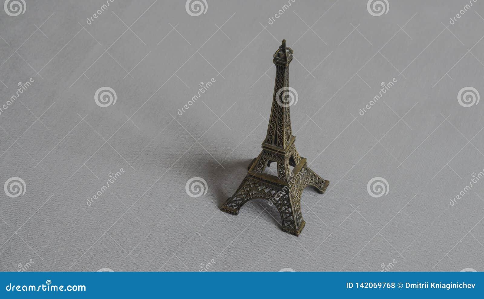 Wieża Eifla na szarym tle - wizerunek