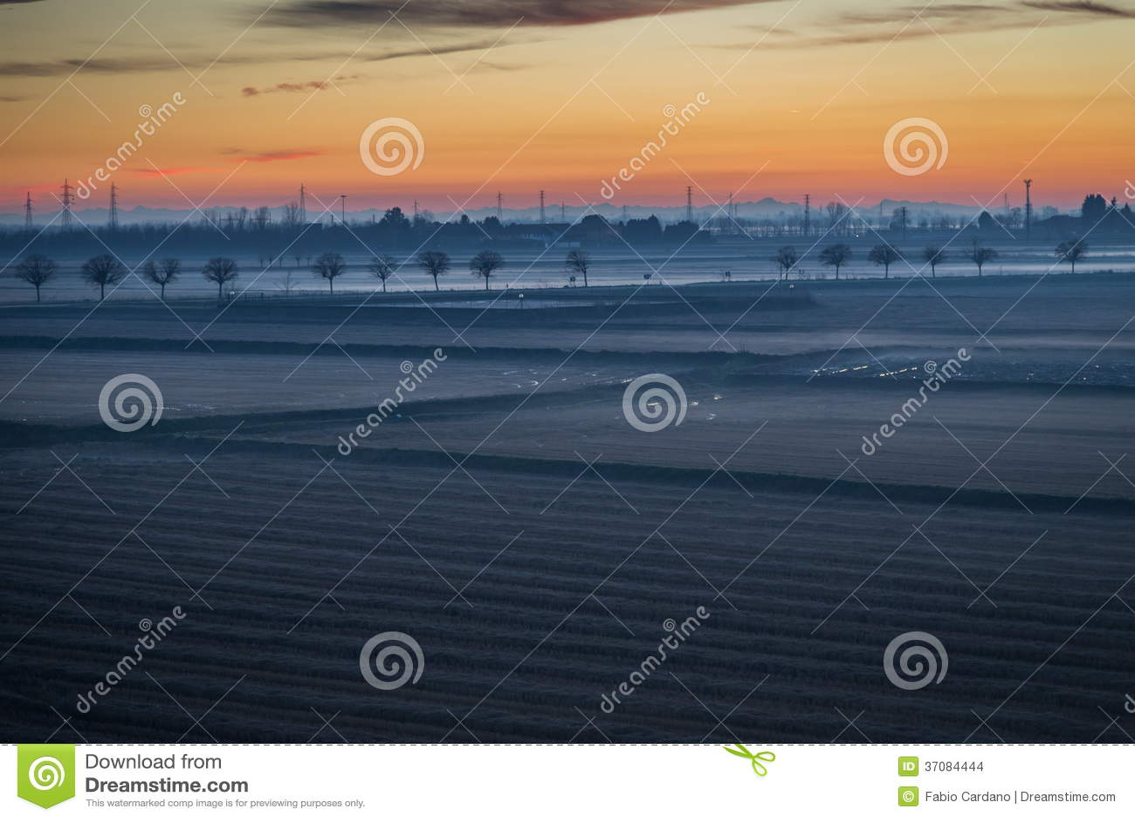Download Wieś przy zmierzchem zdjęcie stock. Obraz złożonej z natura - 37084444
