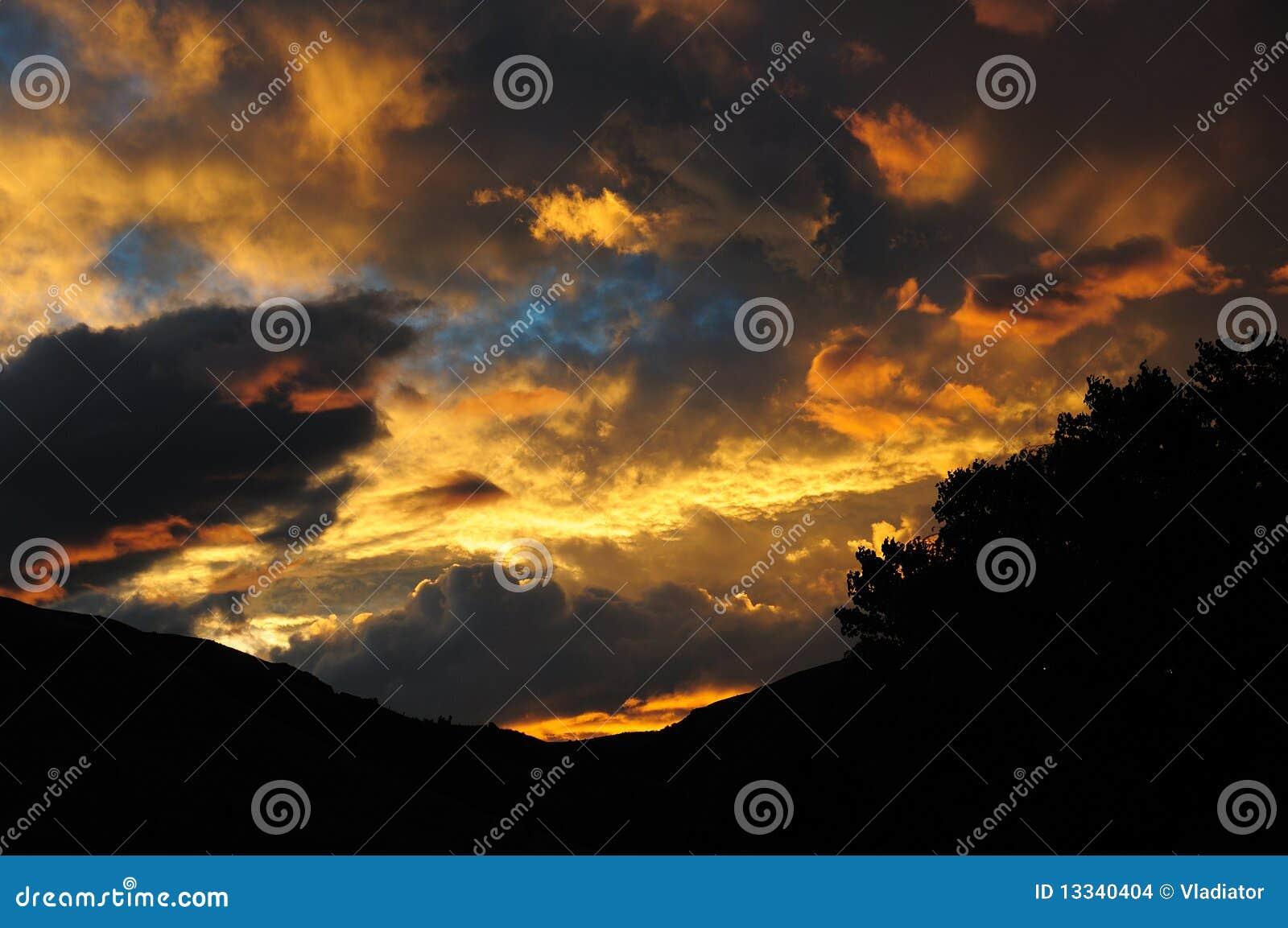 Wieczór dramatyczny niebo