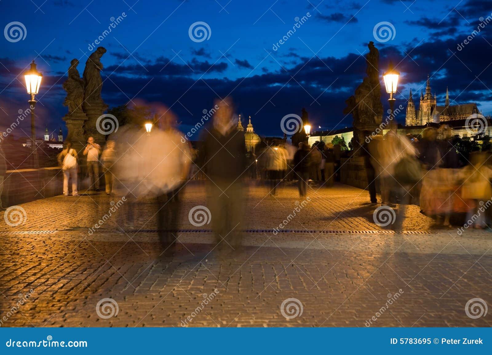 Wieczorem Prague otoczenia