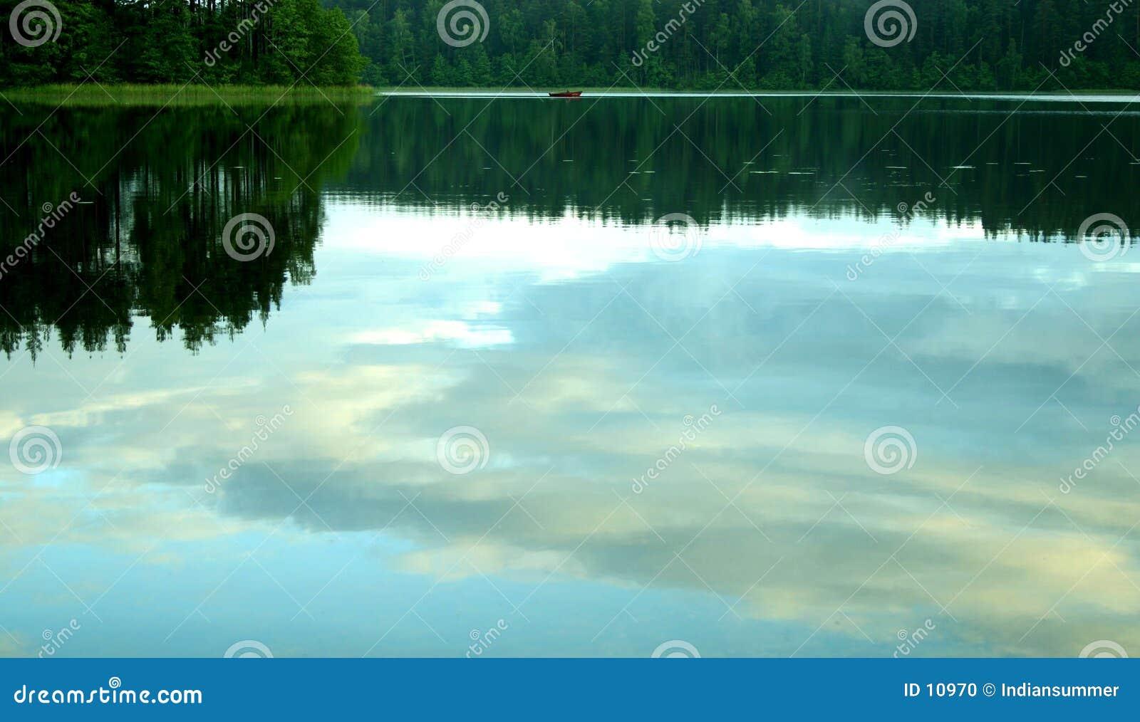 Wieczorem spokojnego jeziora