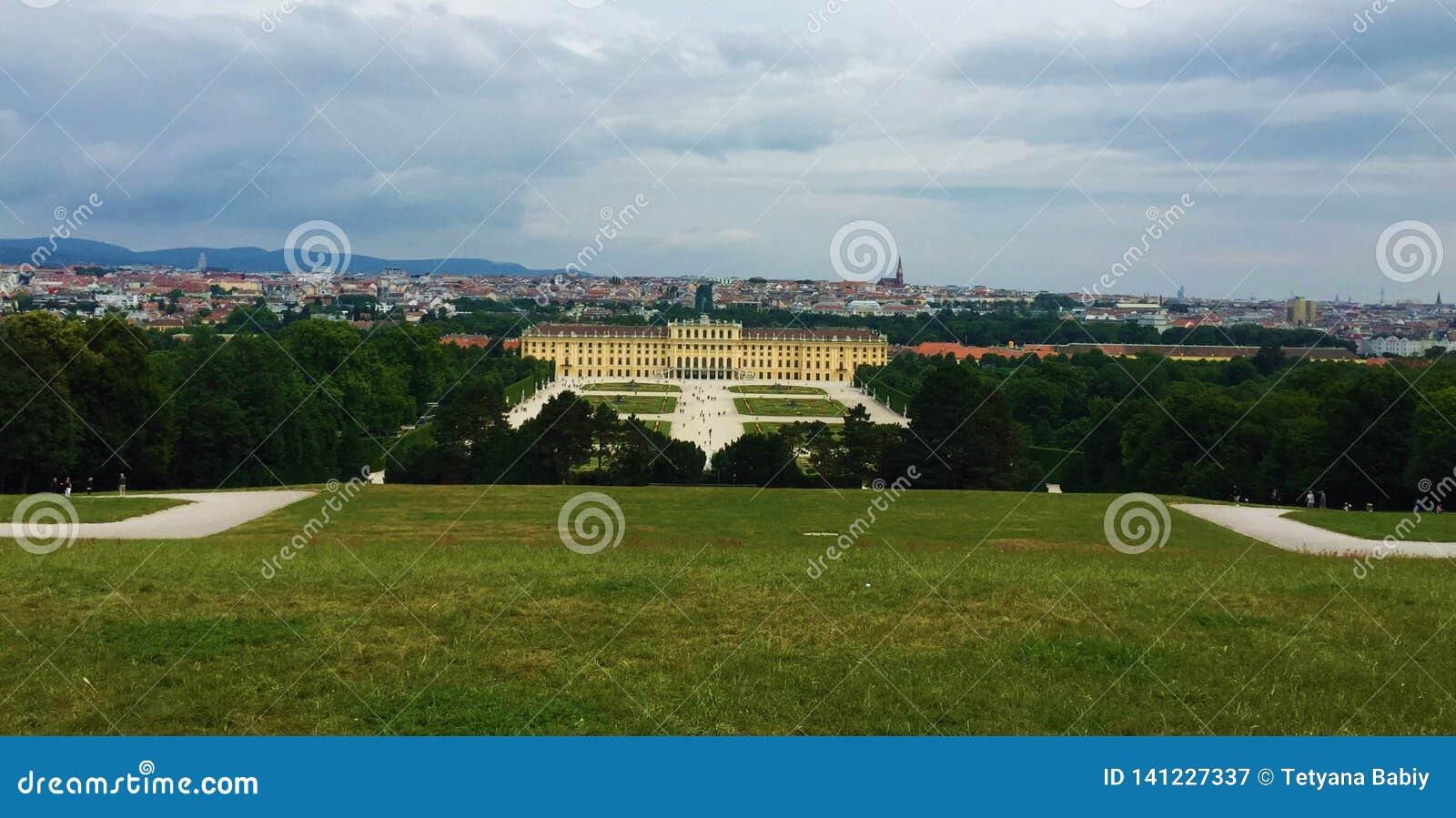 Wiedeń - park przy Schönbrunn pałac - glorieta