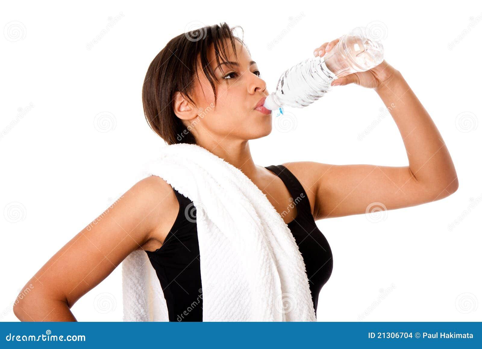 Wieder hydratisieren des Trinkwassers nach Training