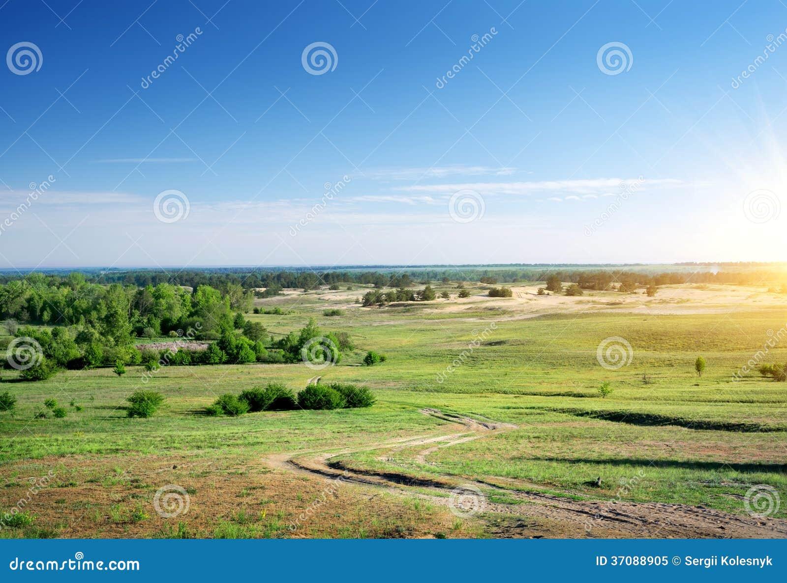 Download Wiejska Droga Przez Równiny Obraz Stock - Obraz złożonej z sezon, łąka: 37088905