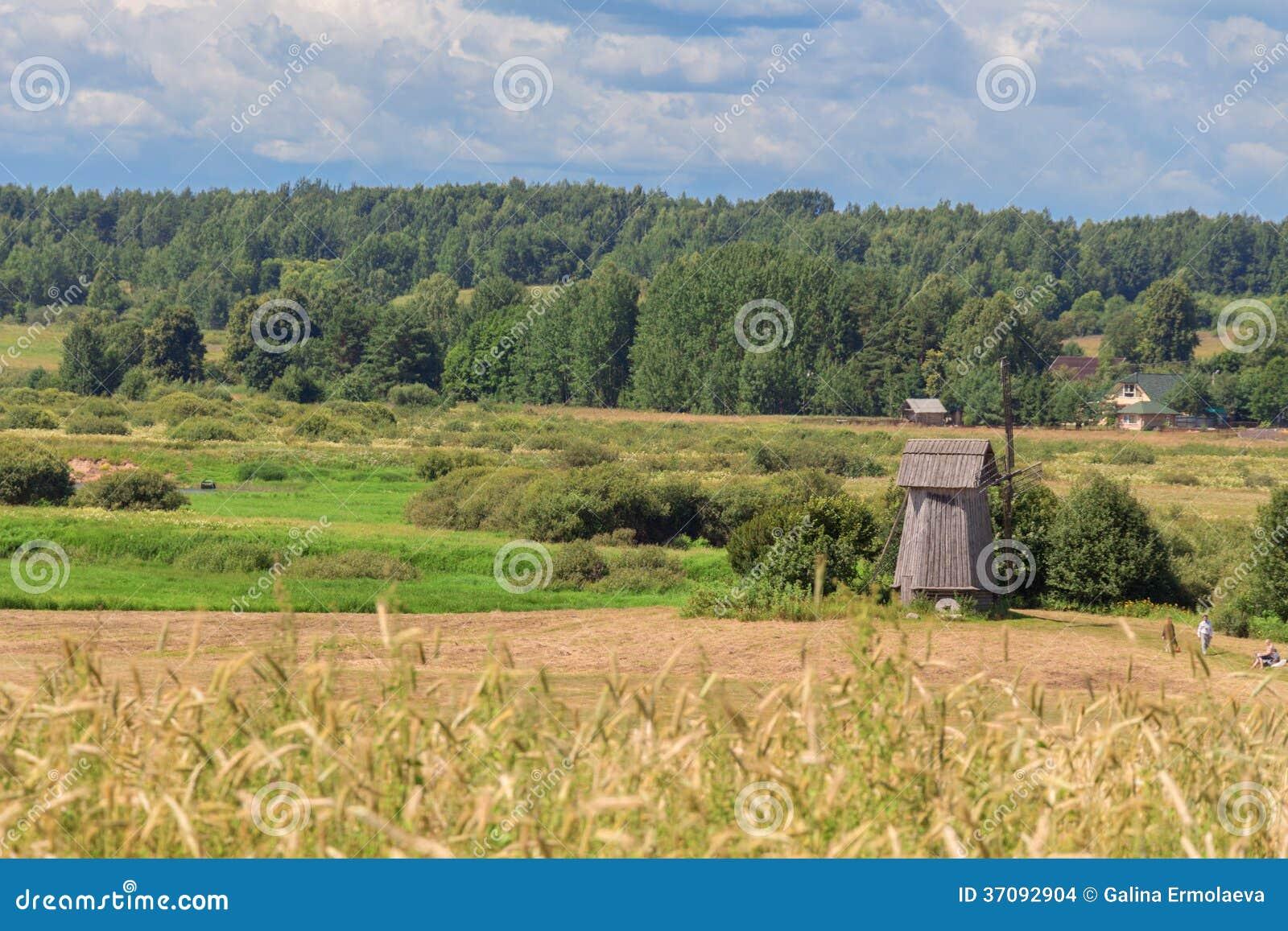 Download Wiejski krajobraz zdjęcie stock. Obraz złożonej z russia - 37092904