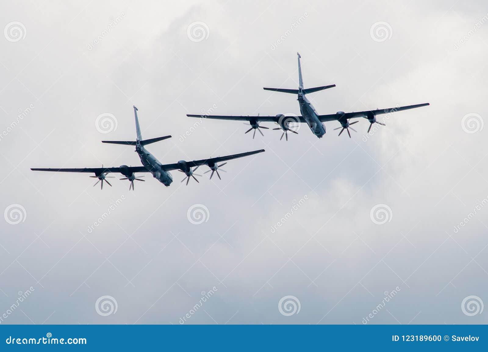 Wielcy samoloty latają daleko od