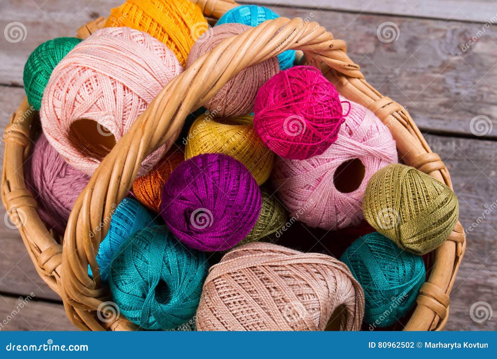 Wiele barwić nici dla broderii i przędzy