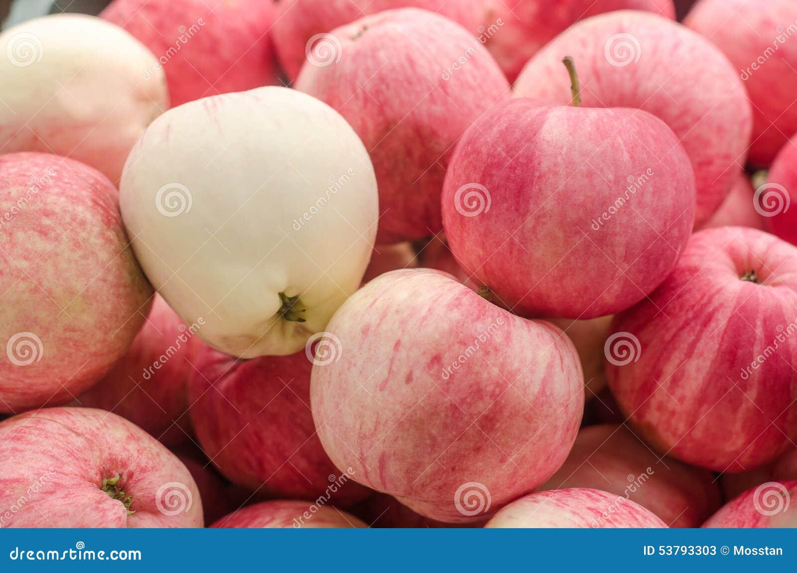 Wiele czerwoni jabłka