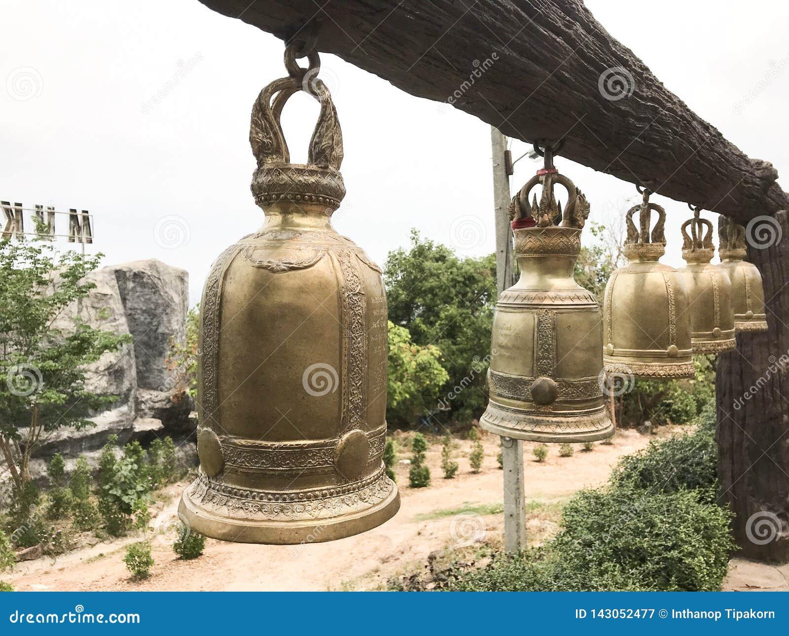 Wiele dzwony które mierzą