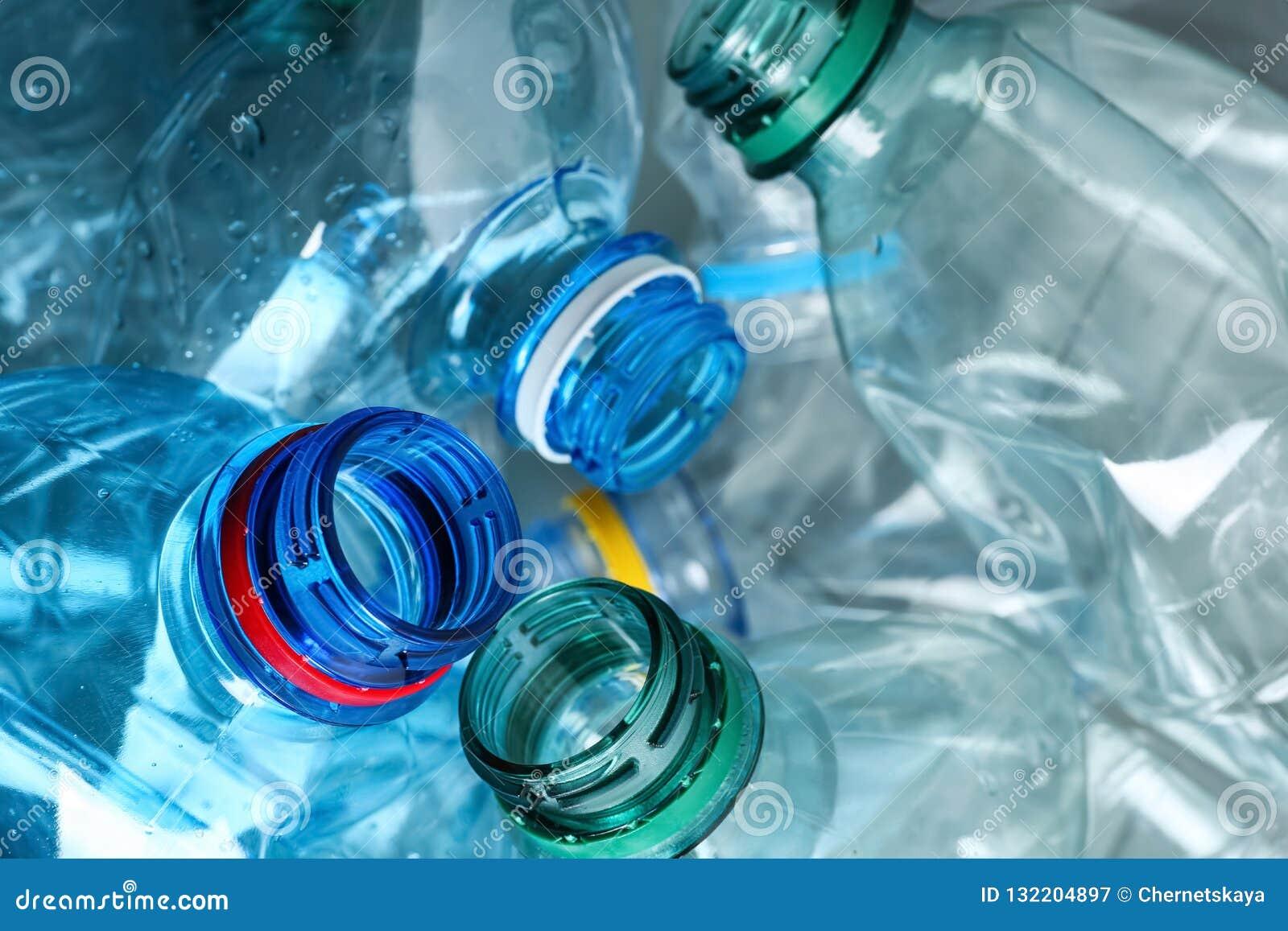 Wiele klingeryt butelki jako tło, zbliżenie
