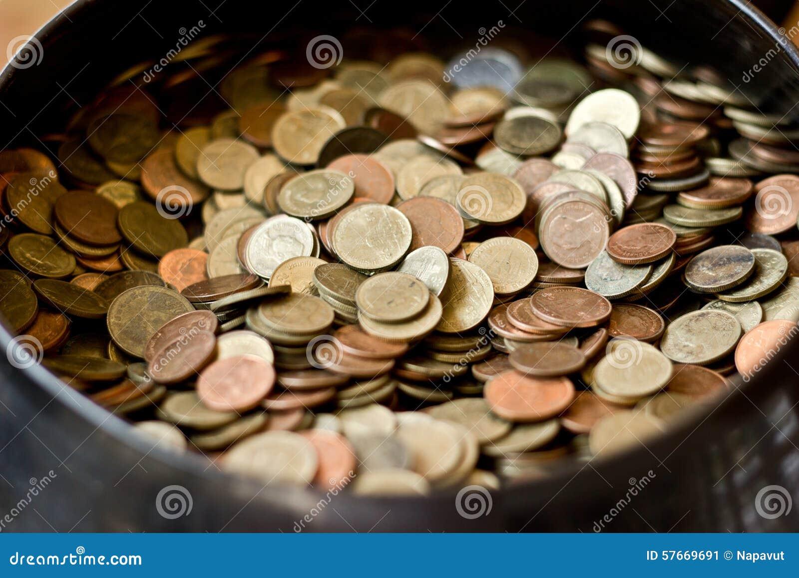 Wiele moneta w pucharze
