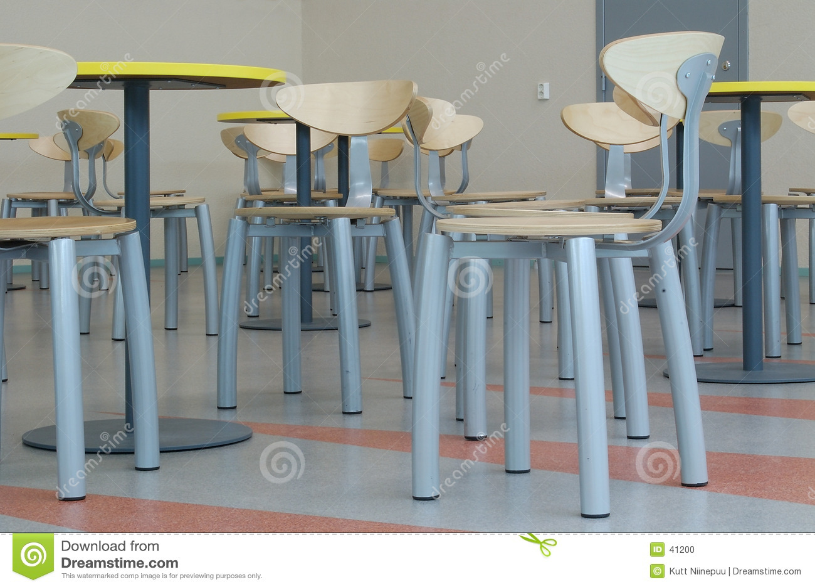 Wiele puste krzesło
