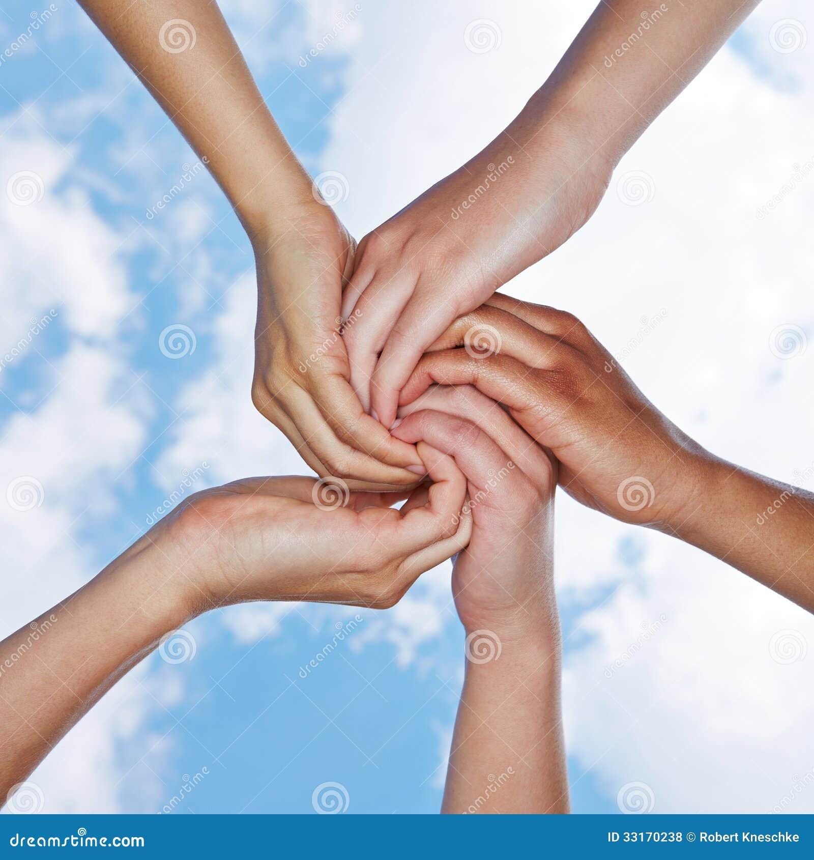 Wiele ręki łączy dla pomocy