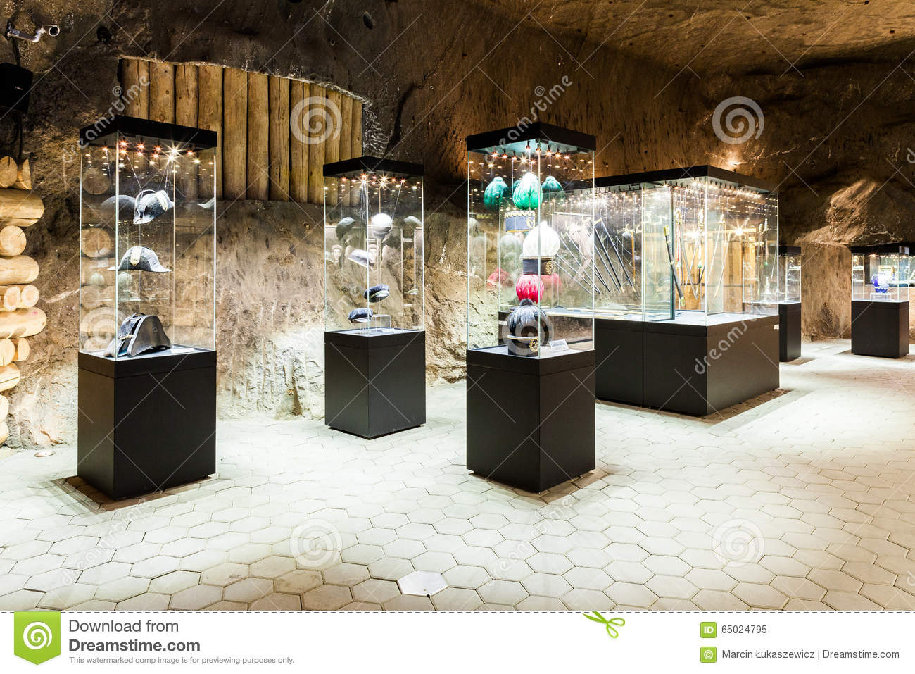 Exhibition Shell Xbox One : Wieliczka poland glass cases in exhibition chamber