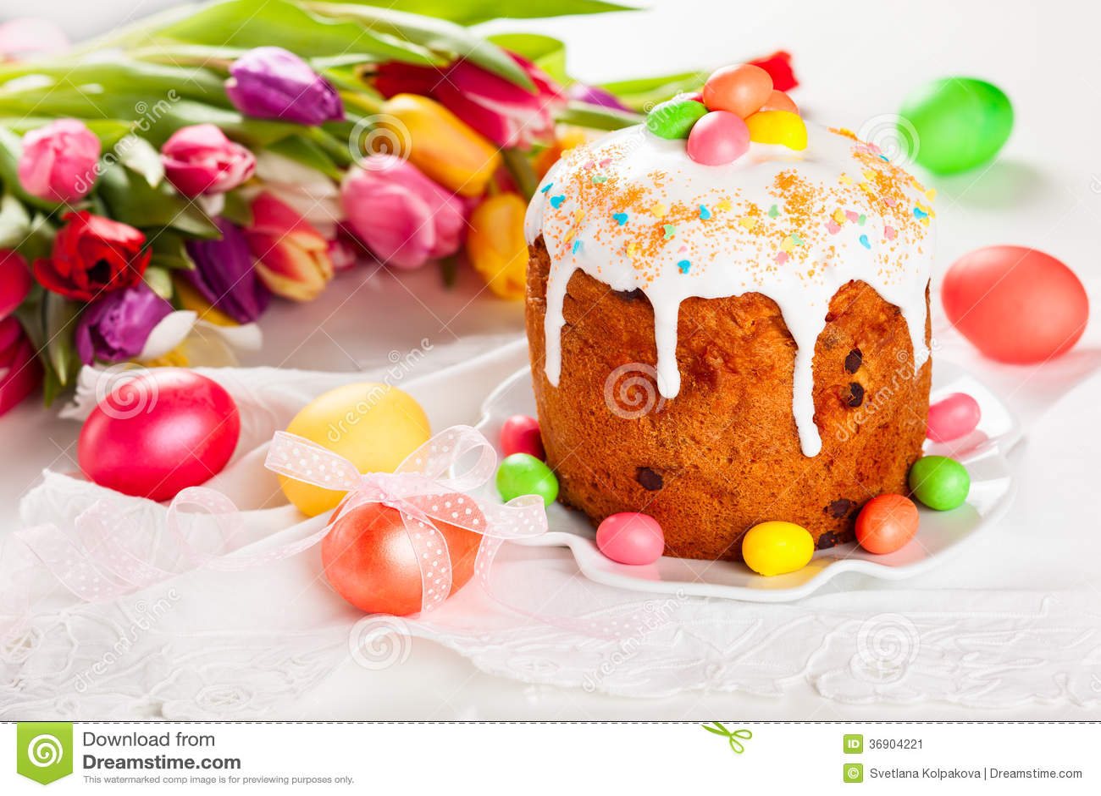 Wielkanocy jajka i tort