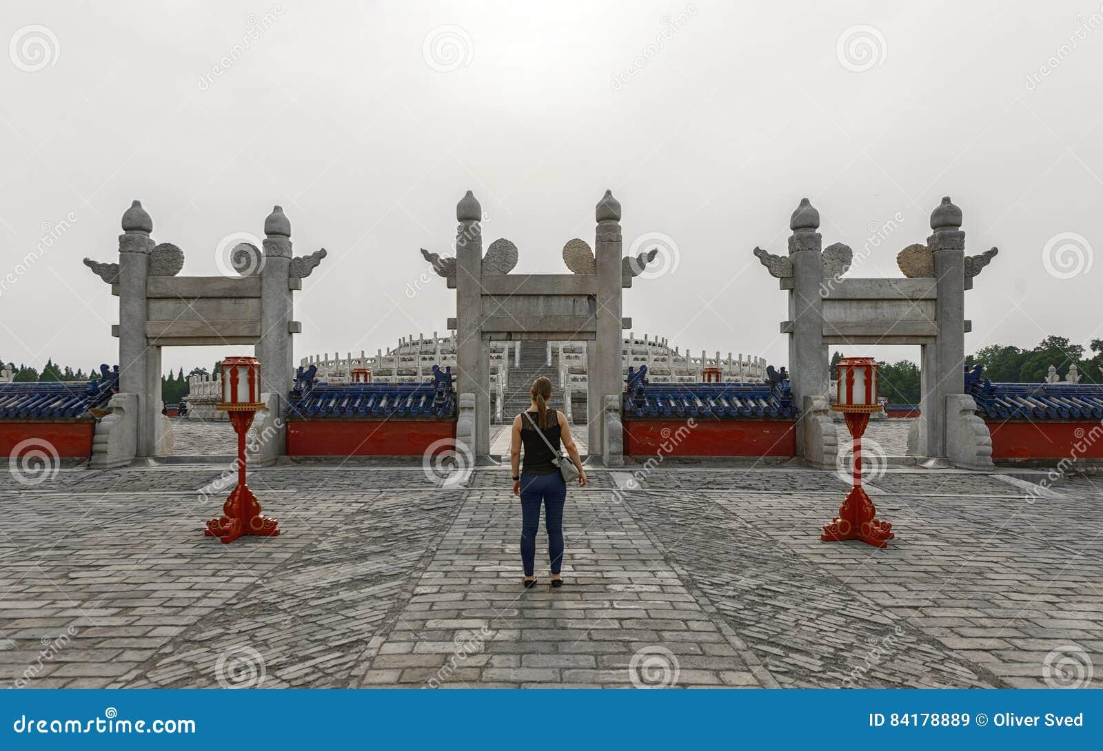 Wielki archway przy świątynią niebo
