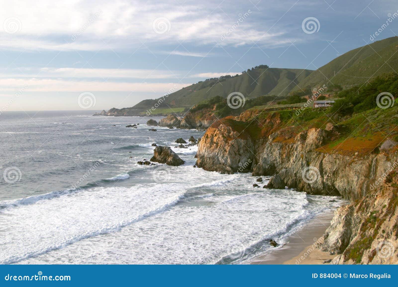 Wielki brzegowego najbliższego oceanu spokojnego sur