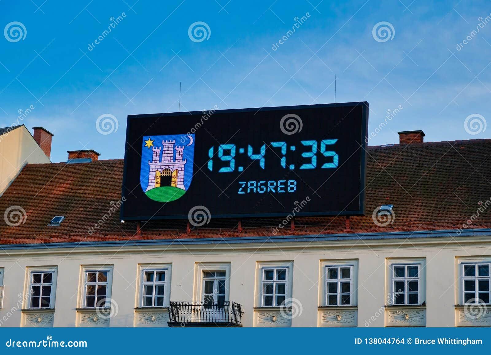 Wielki Cyfrowy zegar na Historycznym budynku, Zagreb, Chorwacja