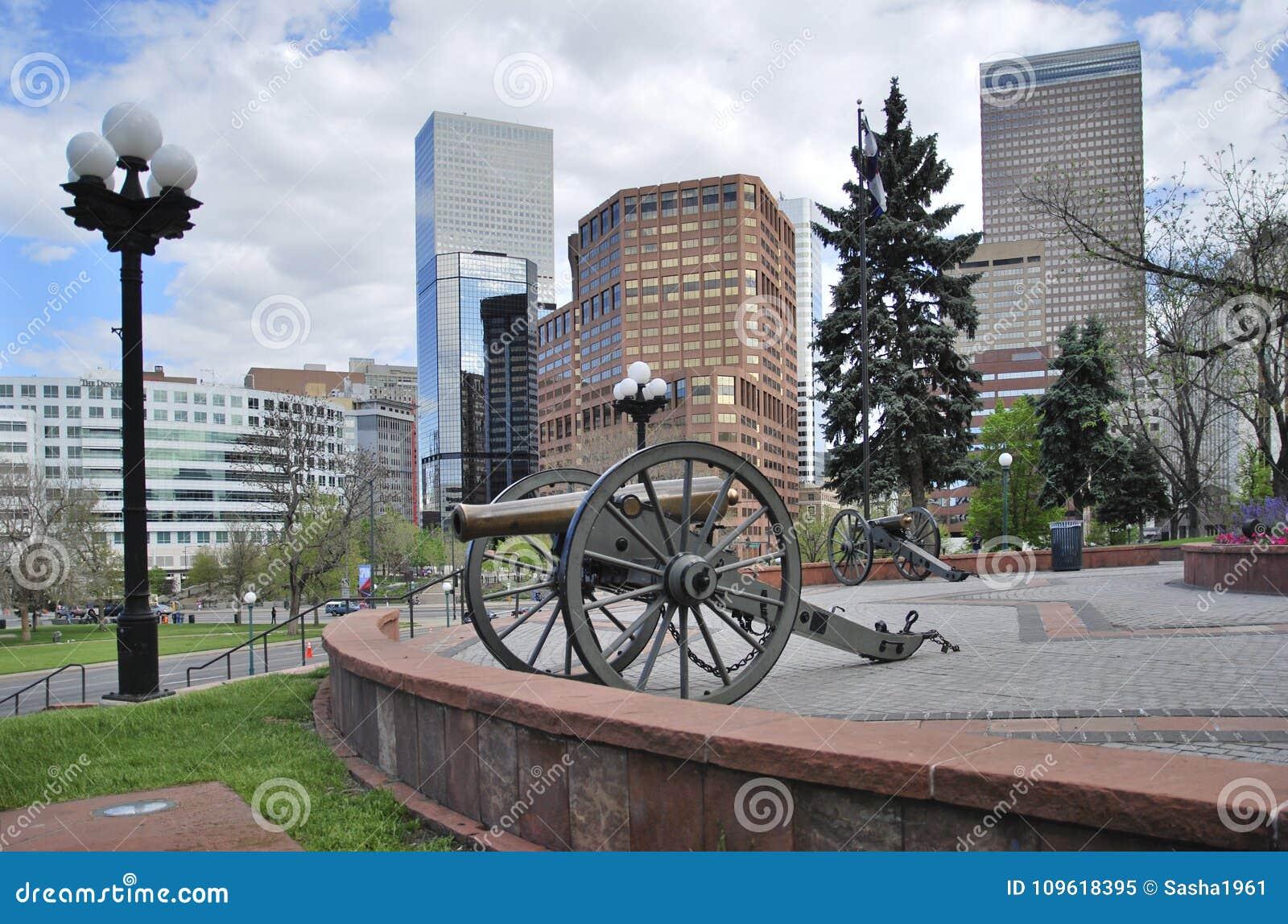 Wielki działo przed Capitol budynkiem Denver, Stany Zjednoczone