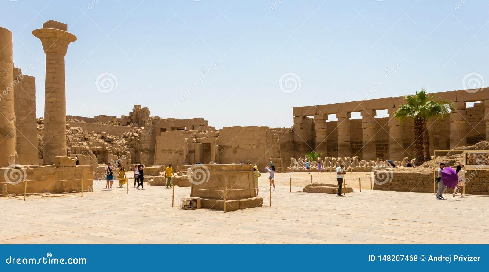 Wielki sąd przy Karnak Świątynnym kompleksem, Luxor, Egipt