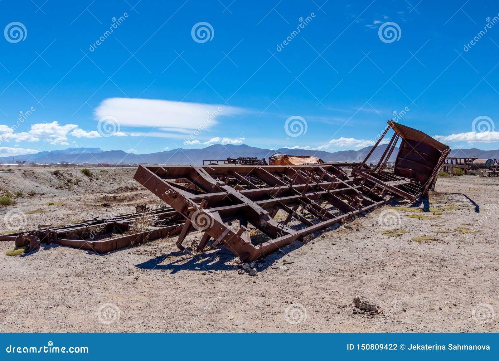 Wielki Taborowy cmentarz lub parowe lokomotywy cmentarniani przy Uyuni, Boliwia
