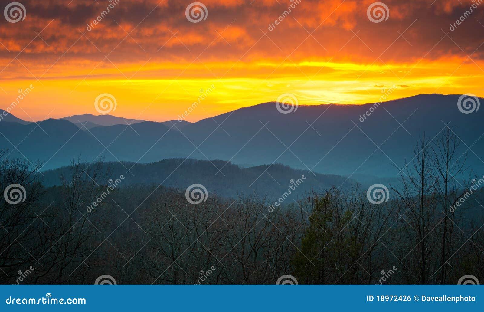 Wielkiego gór park narodowy dymiący zmierzch