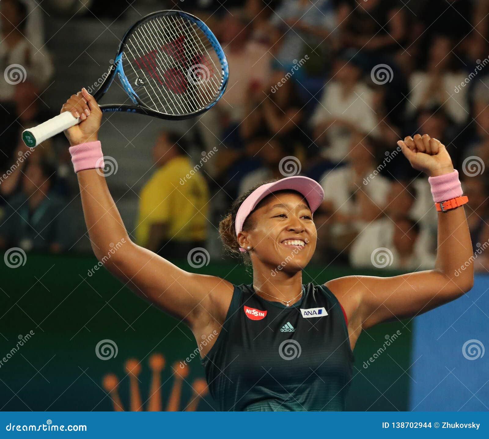Wielkiego Szlema mistrz Naomi Osaka Japonia świętuje zwycięstwo przy 2019 australianem open w Melbourne parku po tym jak jej półf