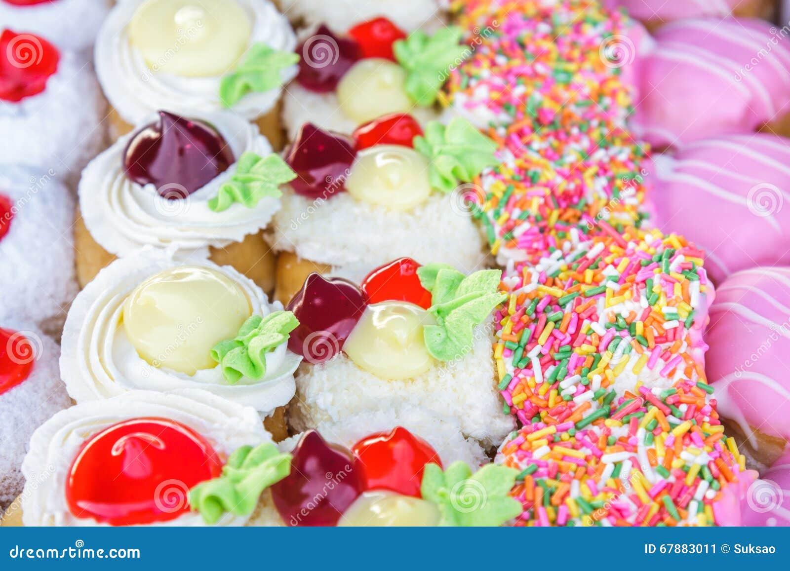 Wielo- barwioni donuts