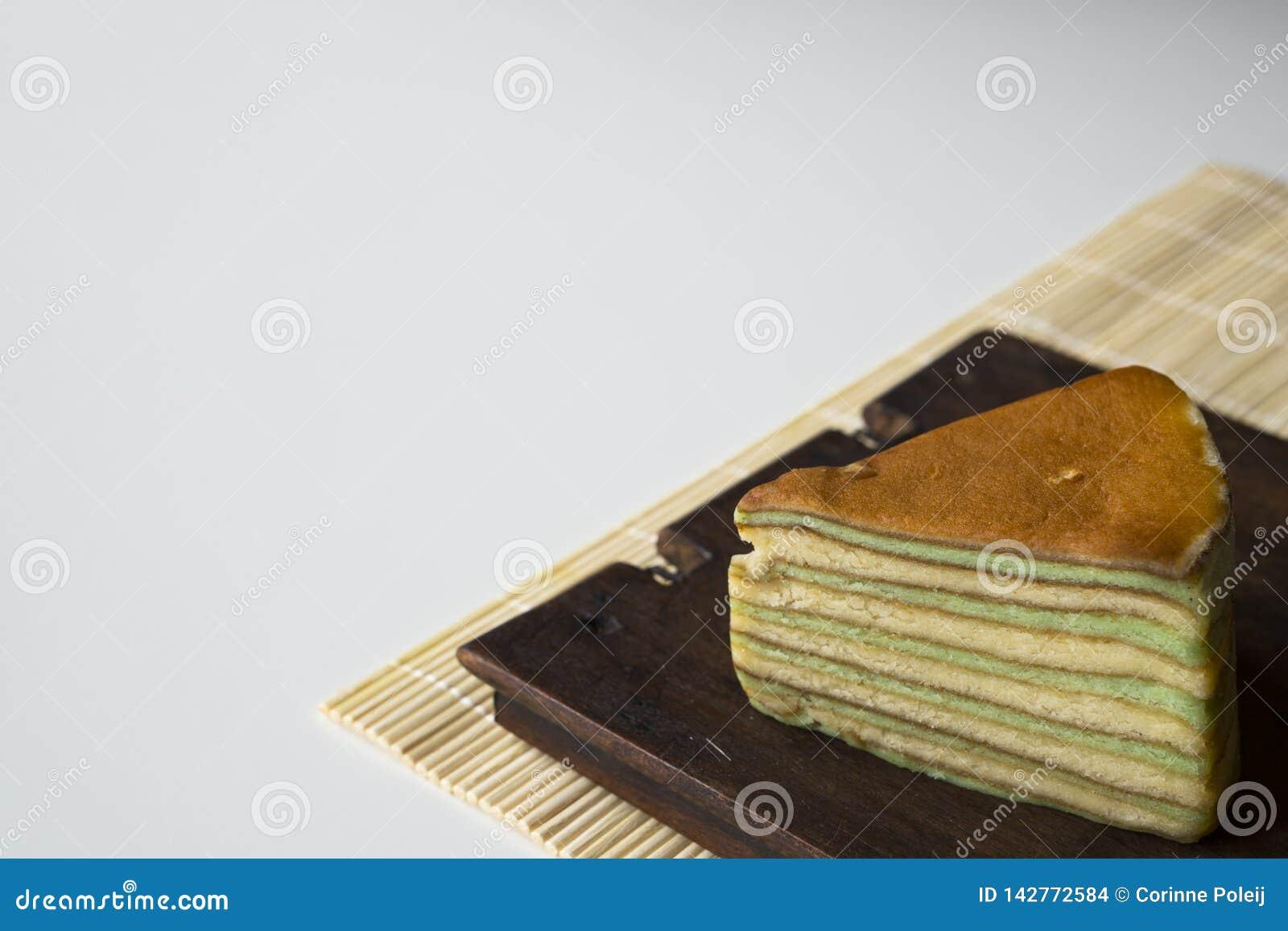 Wielo- płatowaty tort dzwonił «lapisu legit «lub «spekkoek «od Indonezja