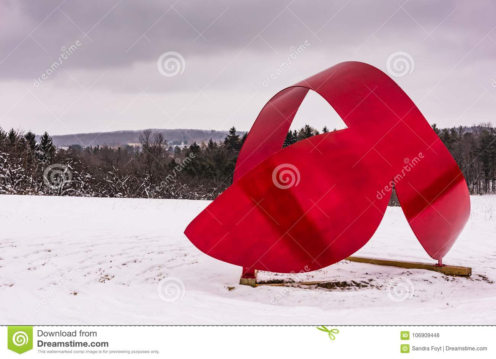 Wieloryba ogon III Cazenovia, NY - Kamienny łupu wzgórza sztuki park -
