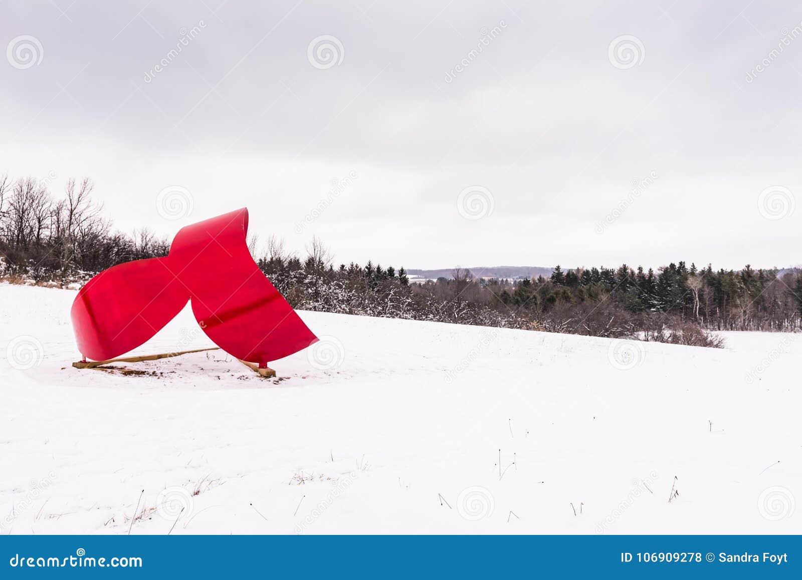 Wieloryba ogon Ja Cazenovia, NY - Kamienny łupu wzgórza sztuki park -
