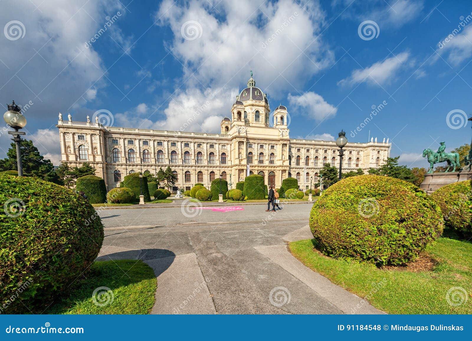 WIEN, ÖSTERREICH - 7. OKTOBER 2016: Maria Theresien Platz It wird zu Ehren der Kaiserin Maria Theresa genannt Wien, Österreich ei