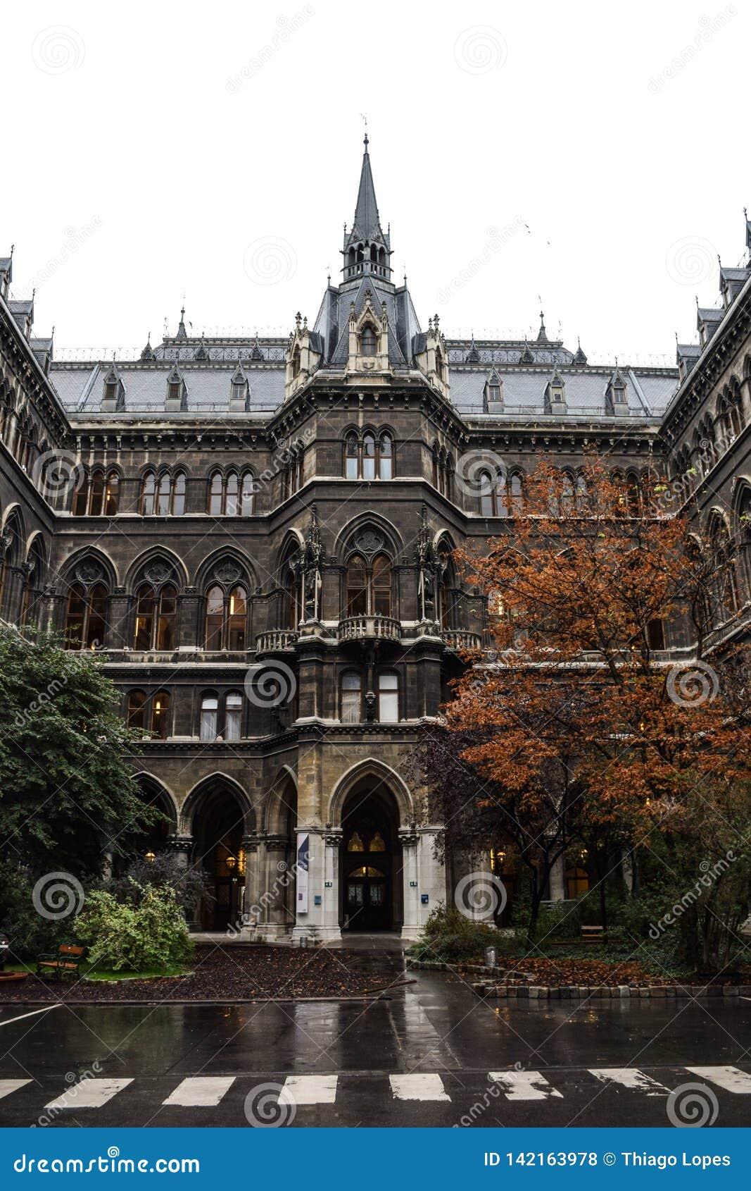 Wien, Österreich, September, 14, 2019 - nFacade des inneren Hofes von Rathaus, das Gebäude wo die Wien-Stadt