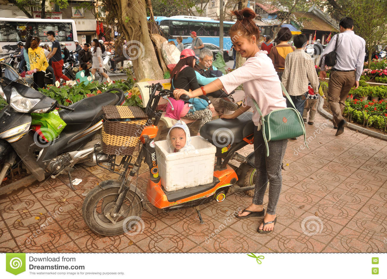 Wietnamski dziecko w pudełku
