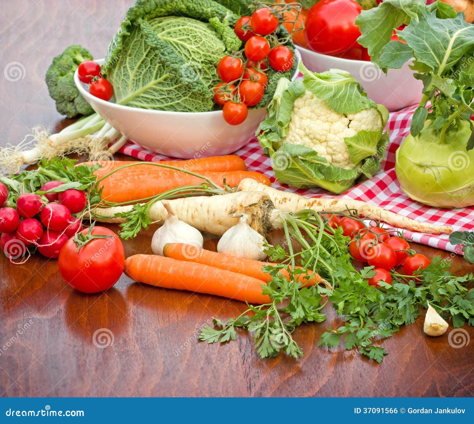 Download Świezi organicznie warzywa zdjęcie stock. Obraz złożonej z heap - 37091566