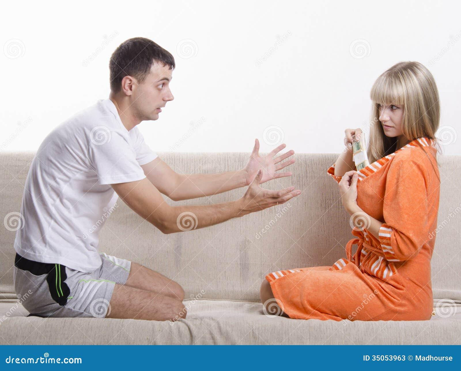 Фото парень с девушкой сидят на диване 11 фотография