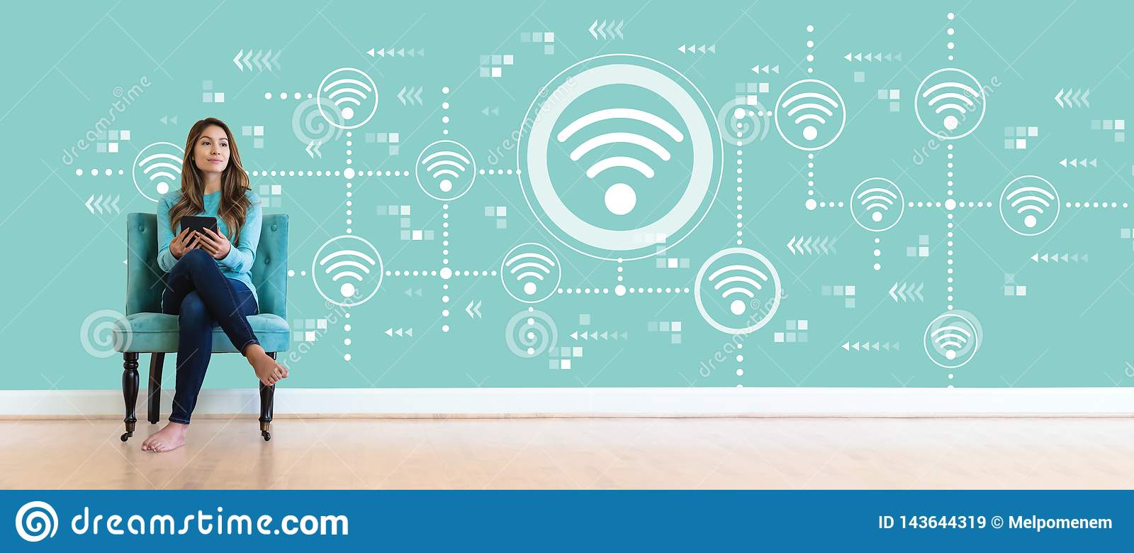 Wifi begrepp med den unga kvinnan