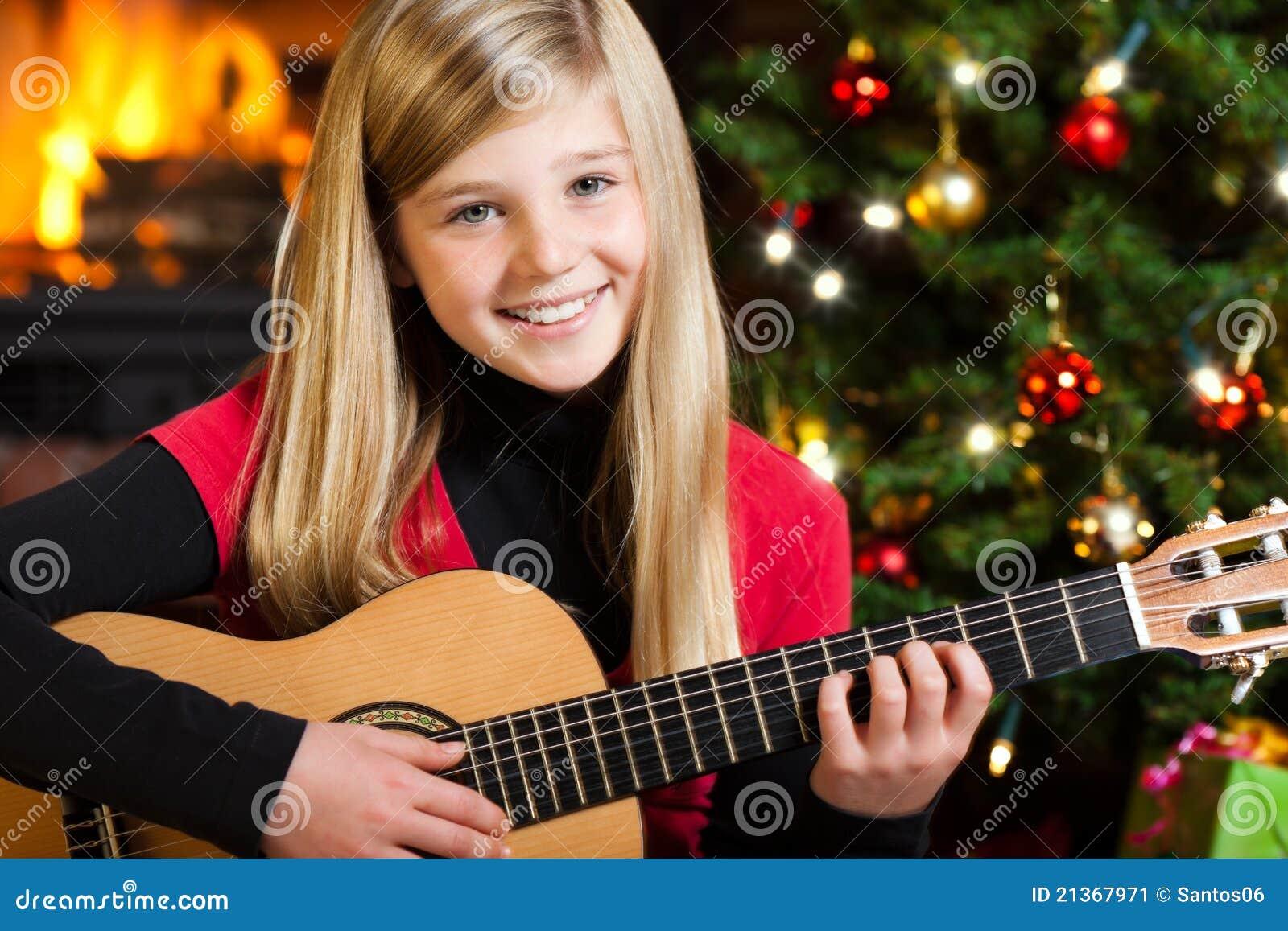 Wigilii dziewczyny gitary bawić się