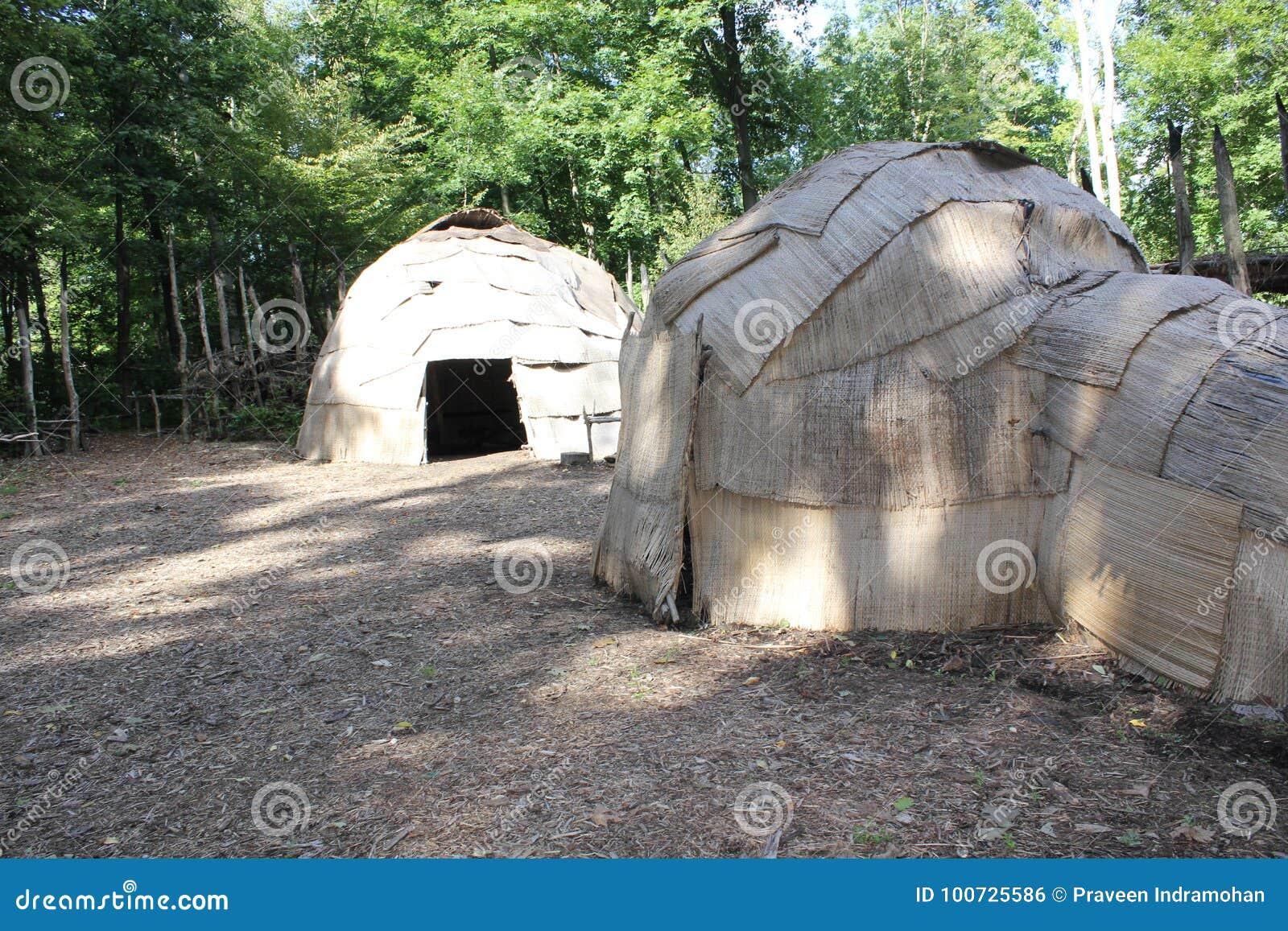Wigwam - xvi wiek lasu Wschodni indianie używać schronienie przy Meadowcroft rockshelter