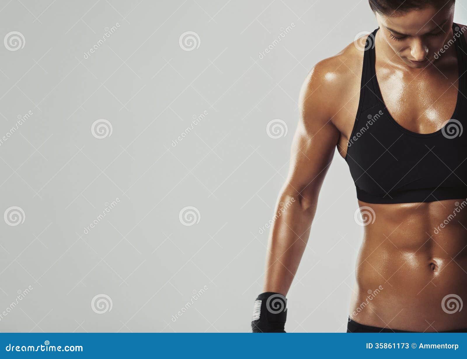 Wijfje die met intense training rusten