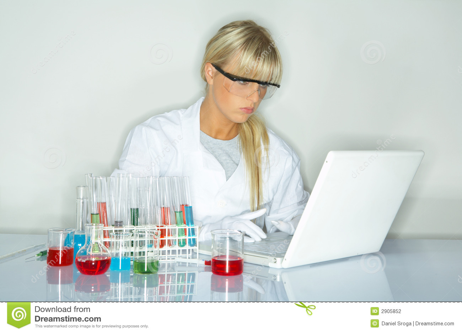 Wijfje in laboratorium