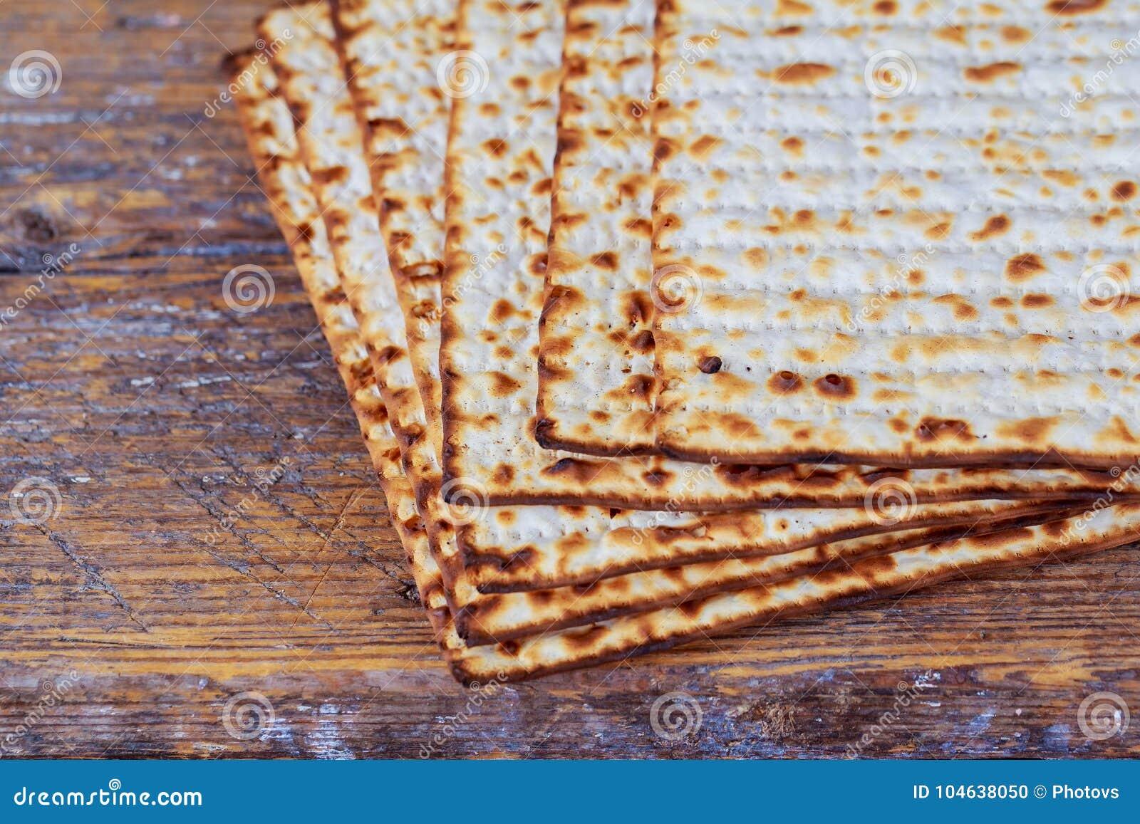Download Wijn En Matzoh (Joods Passoverbrood) Matzoh Joods Vakantiebrood Stock Foto - Afbeelding bestaande uit matzo, achtergrond: 104638050