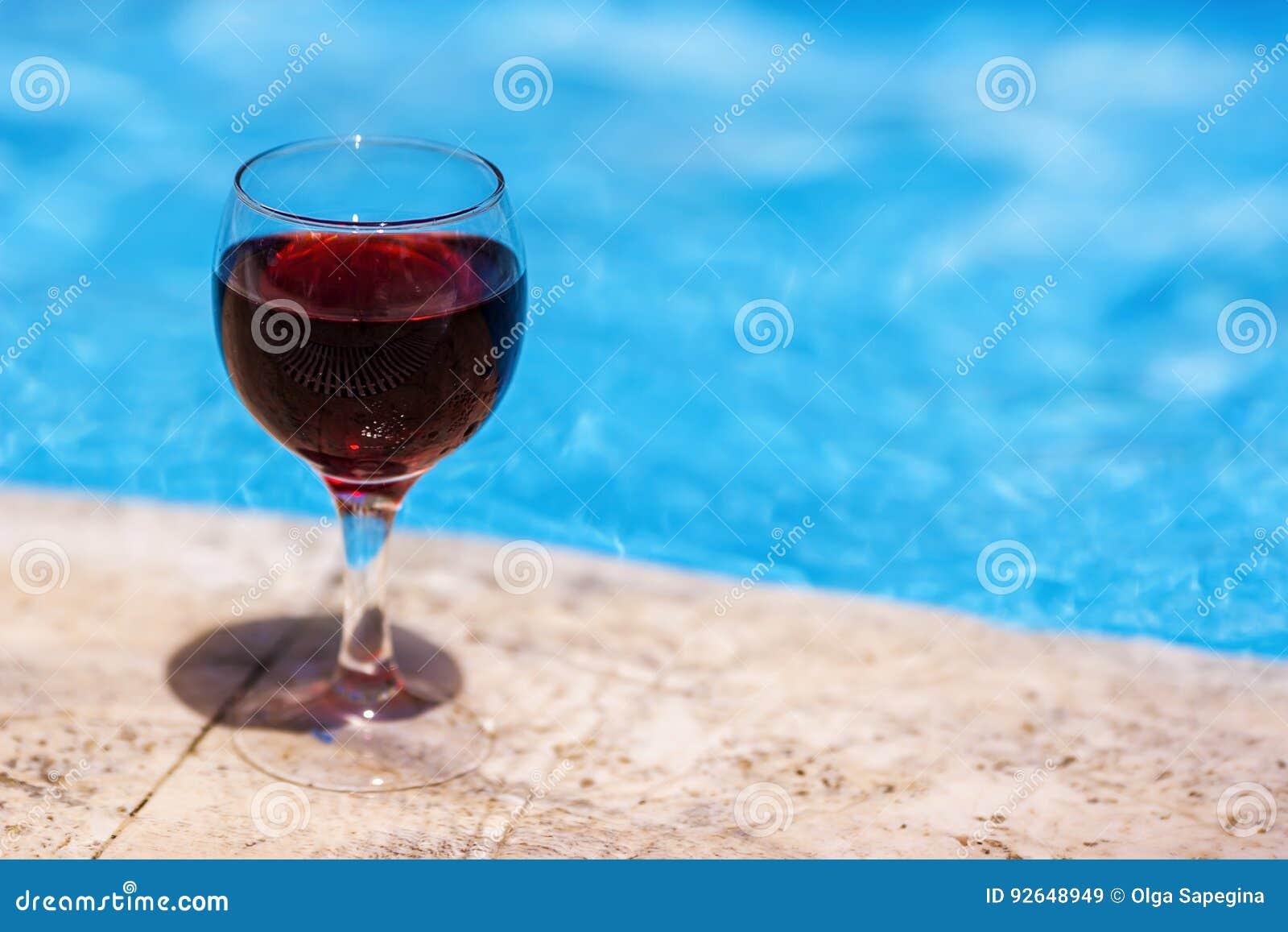 Wijn en Pool