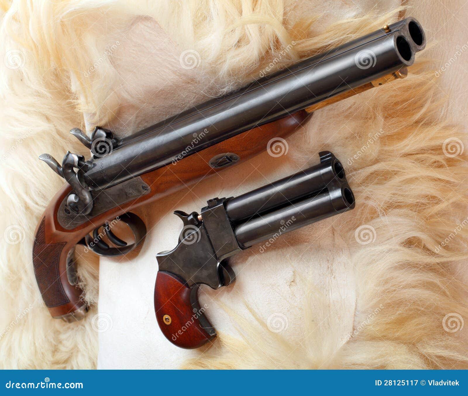Wijnoogst twee groot droeg pistolen royalty vrije stock fotografie beeld 28125117 - Wijnoogst ...