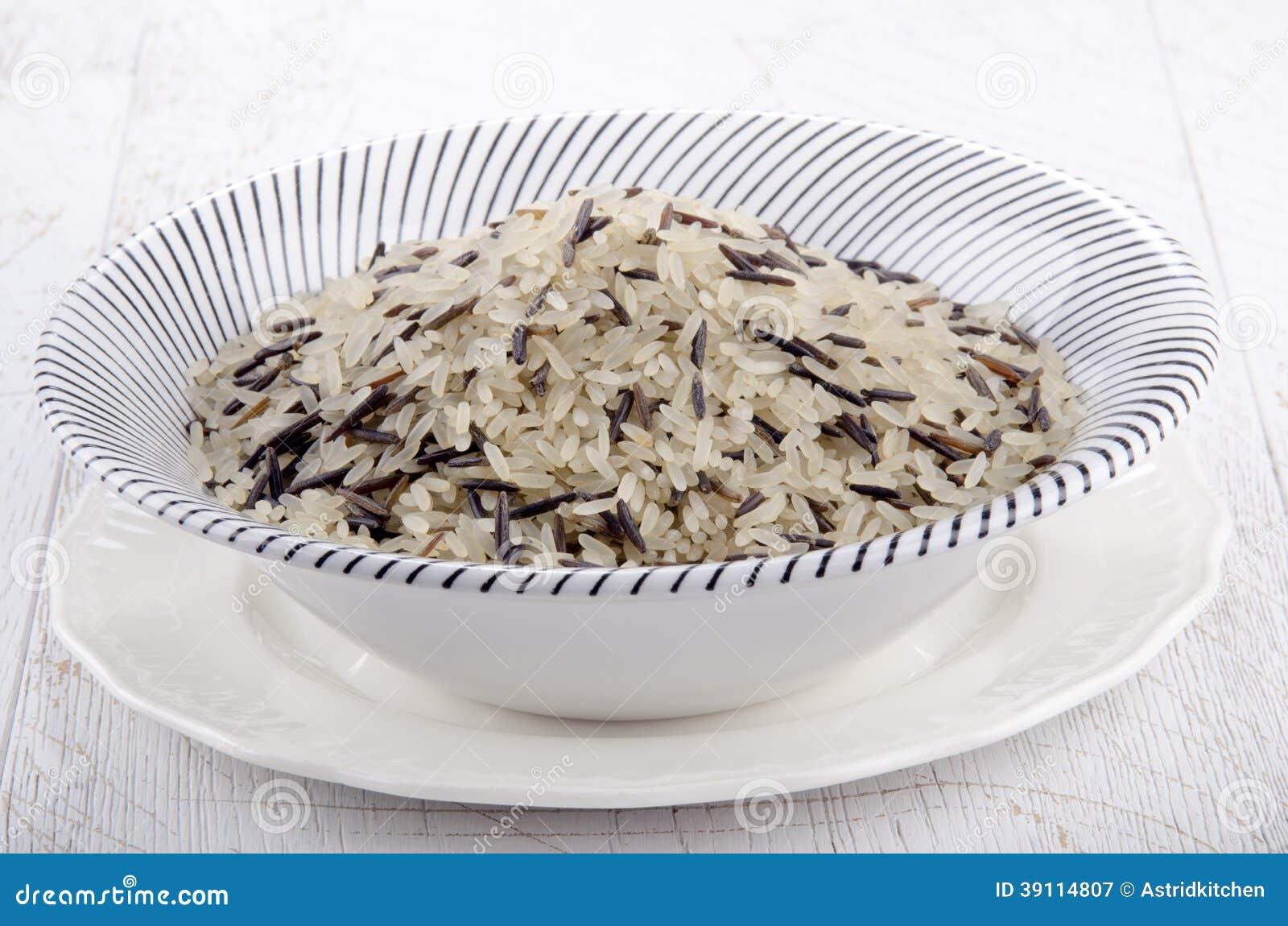 Wilde rijst in een kom