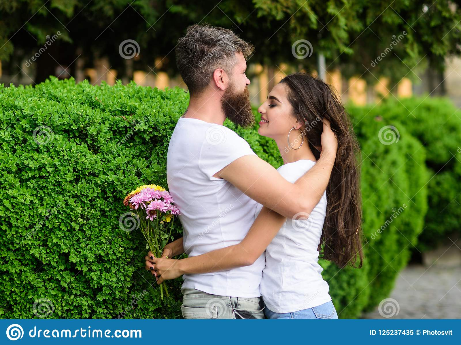 how to become a romantic man