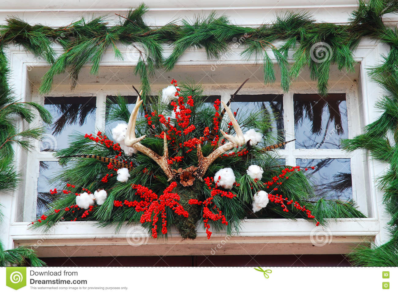 williamsburg christmas decorations made from pine tree leaves and deer antlers - Williamsburg Decorated For Christmas
